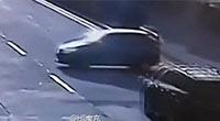 """女司机未系安全带遭自己车碾压身亡"""""""