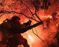 连夜灭火解除油库险情